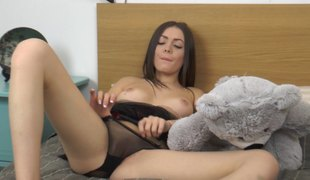 Sexy solo brunette with nice screwing her pussy with toy