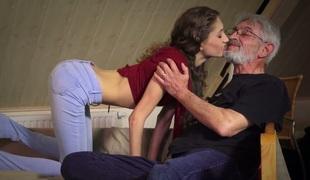 tenåring babe tynn vakker kyssing blowjob sædsprut facial små pupper handjob