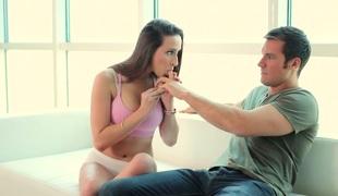 tenåring babe vakker kyssing store pupper blowjob sædsprut facial truser ridning