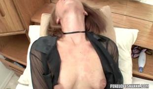 Blonde hottie Penelope Sky plays with her cum-hole