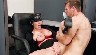 Erik Everhard seduces Jayden Jaymes with gigantic knockers into fucking