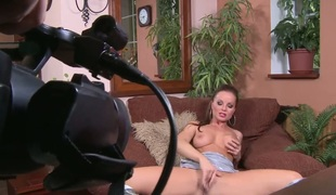 Silvia Saint kills time rubbing her vagina