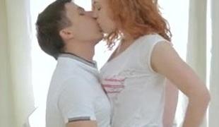 tenåring kyssing rødhårete