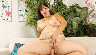 Lewd milf Savannah Star gets her pussy reamed hard