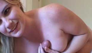 Blond chick with a beautiful body wants to show her sucking skills