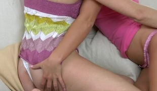 tenåring babe slikking lesbisk kyssing onani dildo leketøy