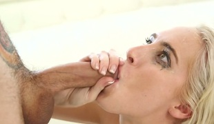 vakker tenåring små pupper ass truser blowjob handjob hals sædsprut facial