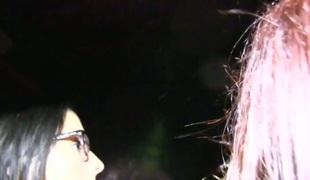 lesbisk kyssing høyskole fest leketøy orgie