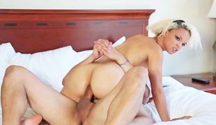 amatør virkelighet synspunkt tenåring naturlige pupper anal babe blonde petite stor rumpe