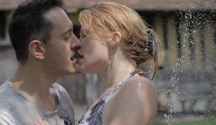 amerikansk vakker kyssing utendørs historie romantisk