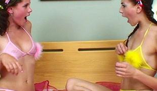 tenåring brunette petite lesbisk onani dildo