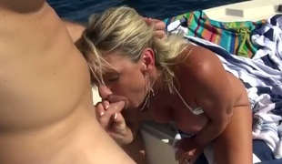 tenåring barbert blonde hardcore deepthroat blowjob onani facial fingring handjob