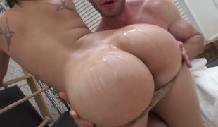 Jordan Ash has unthinkable blowjob with Exotic London Keyes previous to asshole fucking