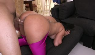 Bubble a-hole in tight leggings is too hawt to not fuck it hard