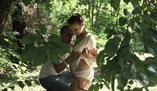 tenåring anal babe vakker kyssing utendørs blowjob sædsprut truser kjæresten