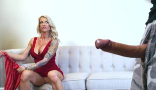 Blond milf that loves anal is handling a big and hard juicy cock