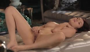 brunette babe onani fingring leketøy solo mykporno