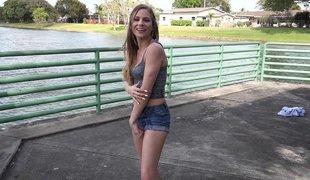amatør synspunkt tenåring naturlige pupper puppene blonde sjarmerende tynn amerikansk blowjob