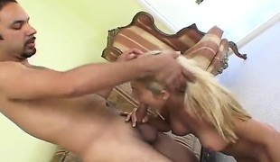 amatør blonde hardcore blowjob små pupper kone barmfager knulling doggystyle ludder