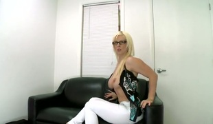 amatør tenåring barbert blonde milf blowjob facial kjæreste husmor casting