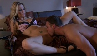 Jessica drake gets mouth stuffed for your viewing enjoyment