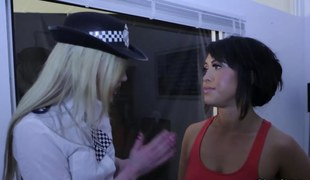 Brit police domina jerk