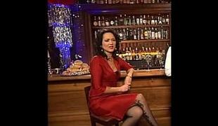 Madeleine Wehle mit rotem Kleid und Stockings