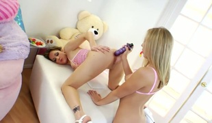 Blond gets her beaver licked out to orgasm by Kiera King in lesbian act