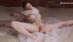 Hot and slim ballerina Ksyuha Zavituha strips and widens her legs