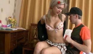 tenåring anal vakker hardcore kyssing store pupper blowjob truser kjæresten ridning