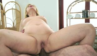 Tricky masseur screws foxy granny in her chocolate hole