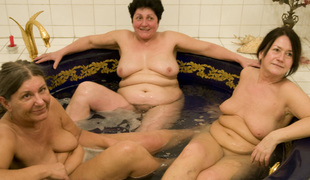 3 wrinkly grannies fuck in a sexy tub