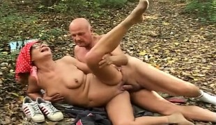 hardcore utendørs blowjob