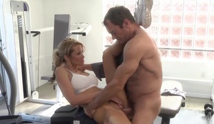 Smoking hot hottie jessica drake lets guy stick his beefy worm in her face hole