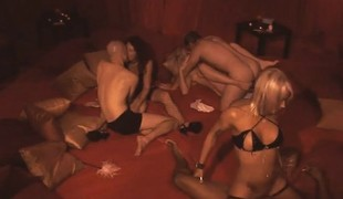 Recent pair receives amazed by the swinger lifestyle on this orgy