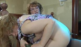 lesbisk moden strømper strapon store pupper briller skjørt solo leketøy