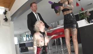 brunette anal blonde blowjob sædsprut dildo leketøy tatovering trekant ffm