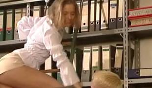 european tenåring anal blonde sjarmerende skjørt upskirt sædsprut ridning tysk