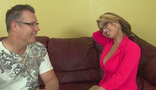 Nerdy guy is here to decorate her snatch with some man-juice!