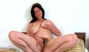 Worthwhile thick bush betwixt the legs of a mature girl