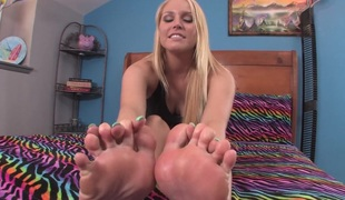 Vanessa Shows off her toes